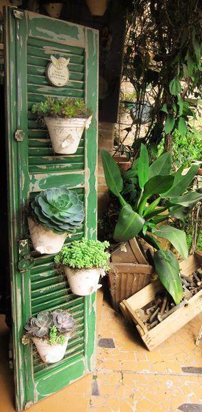เพิ่มความคลาสสิกให้สวนสวยด้วยบานประตูไม้เก่า รูปที่ 3