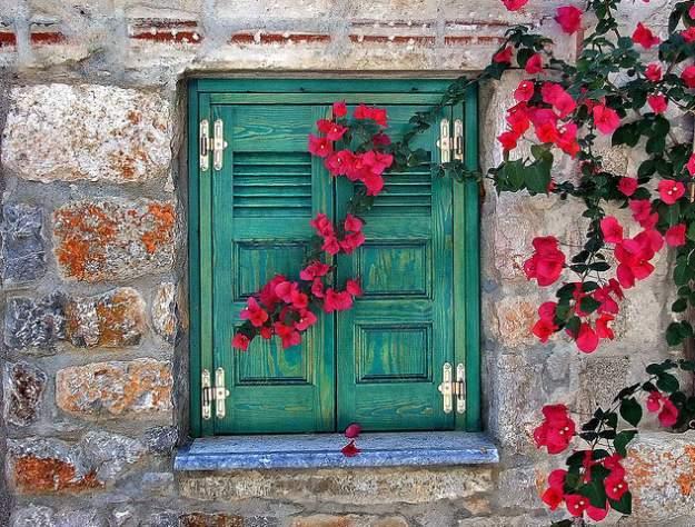 เพิ่มความคลาสสิกให้สวนสวยด้วยบานประตูไม้เก่า รูปที่ 8