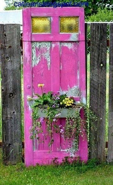เพิ่มความคลาสสิกให้สวนสวยด้วยบานประตูไม้เก่า รูปที่ 12