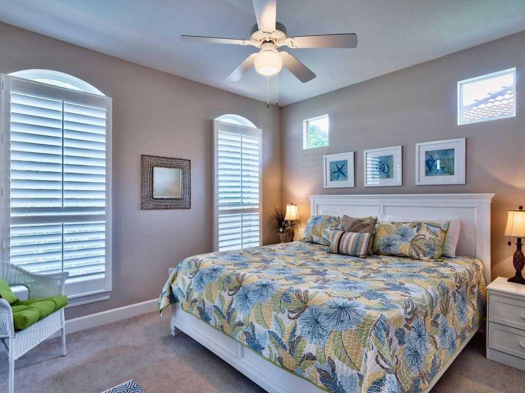 บ้านคอทเทจชั้นเดียว ตกแต่งด้วยสีสันสดใส ขนาด 3 ห้องนอน 2 ห้องน้ำ รูปที่ 9