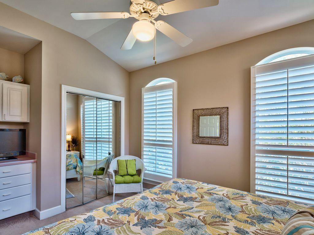 บ้านคอทเทจชั้นเดียว ตกแต่งด้วยสีสันสดใส ขนาด 3 ห้องนอน 2 ห้องน้ำ รูปที่ 10