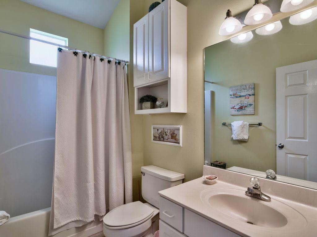 บ้านคอทเทจชั้นเดียว ตกแต่งด้วยสีสันสดใส ขนาด 3 ห้องนอน 2 ห้องน้ำ รูปที่ 11