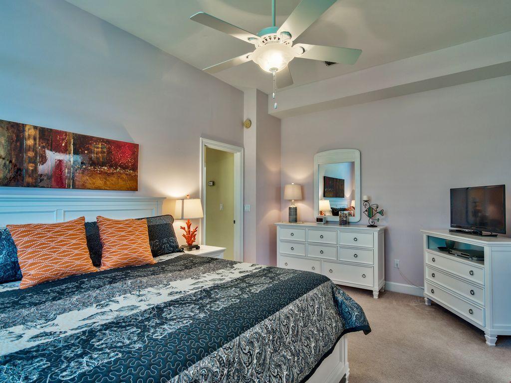 บ้านคอทเทจชั้นเดียว ตกแต่งด้วยสีสันสดใส ขนาด 3 ห้องนอน 2 ห้องน้ำ รูปที่ 12