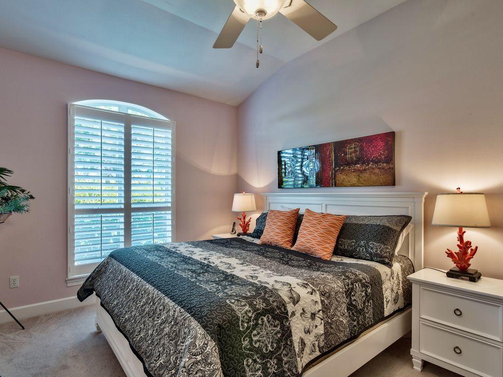 บ้านคอทเทจชั้นเดียว ตกแต่งด้วยสีสันสดใส ขนาด 3 ห้องนอน 2 ห้องน้ำ รูปที่ 13