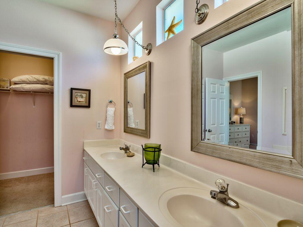 บ้านคอทเทจชั้นเดียว ตกแต่งด้วยสีสันสดใส ขนาด 3 ห้องนอน 2 ห้องน้ำ รูปที่ 15