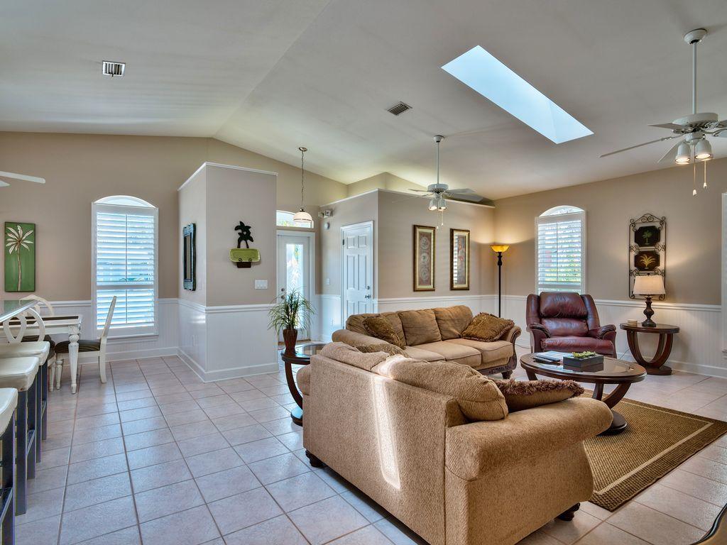 บ้านคอทเทจชั้นเดียว ตกแต่งด้วยสีสันสดใส ขนาด 3 ห้องนอน 2 ห้องน้ำ รูปที่ 16