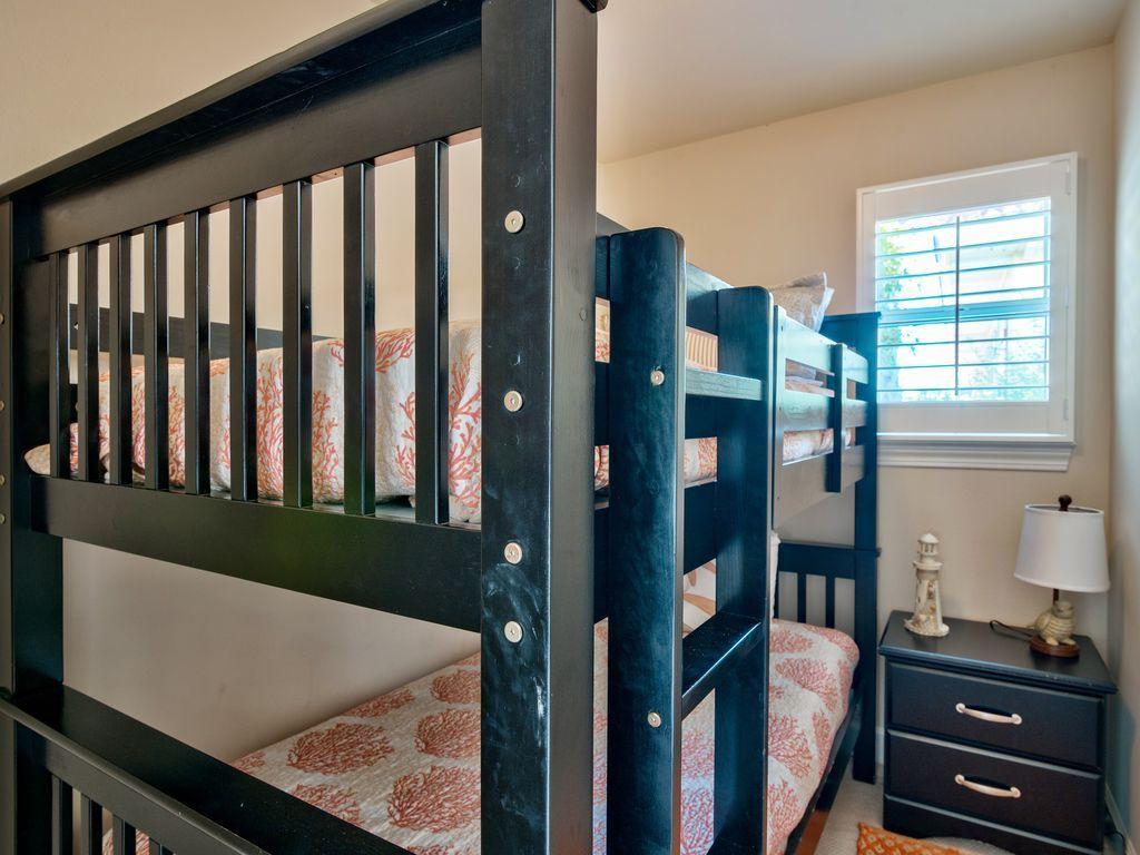 บ้านคอทเทจชั้นเดียว ตกแต่งด้วยสีสันสดใส ขนาด 3 ห้องนอน 2 ห้องน้ำ รูปที่ 17