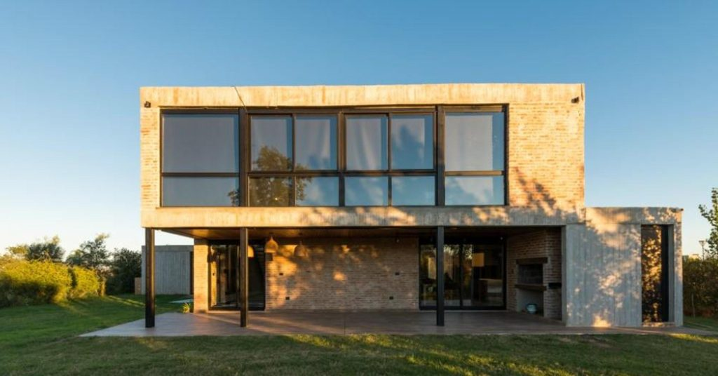 สร้างบ้านสไตล์โมเดิร์นด้วย อิฐแดงให้ดูคลาสสิคแต่มีสไตล์