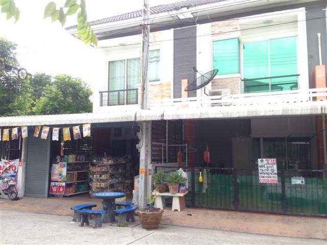 ทาวน์เฮ้าส์ หมู่บ้านประภัสสรกรีนพาร์ค 6 ซอย.7 พานทอง ชลบุรี