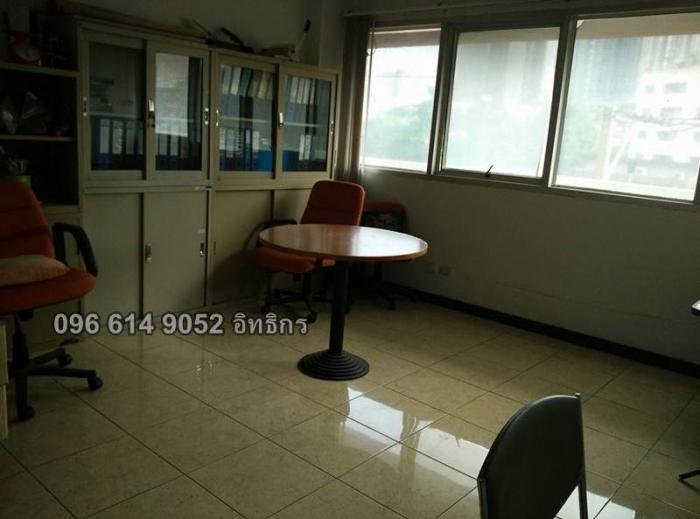 ขายพื้นที่สำนักงาน 71 ตรม. ที่จอดรถเยอะ ใกล้ MRT สุทธิสาร เดินทางสะดวก