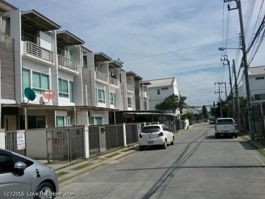 ขายทาวน์โฮม 3 ชั้น ซอย กรุงเทพกรีฑา7 หมู่บ้านบ้านใหม่ พื้นที่19.9ตรว. ราคาถูกครับ