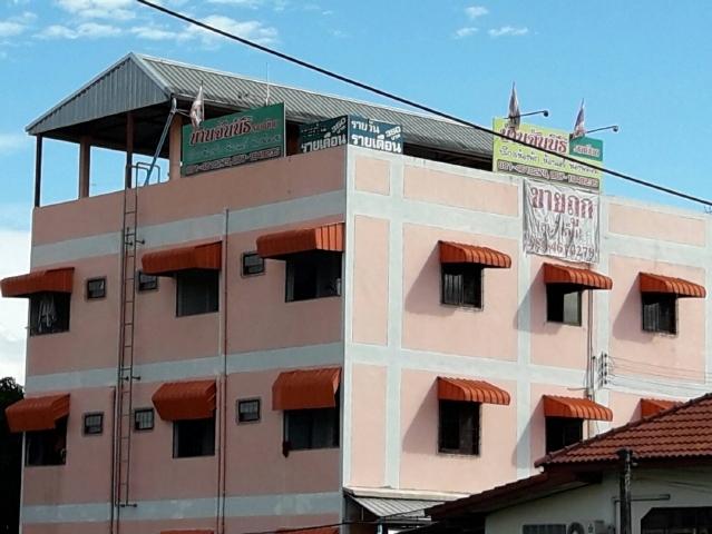 ขายหอพักตึก  3  ชั้น  จำนวน  17  ห้องพร้อมบ้านครึ่งตึกครึ่งไม้