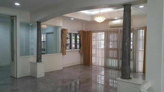 HR 1800  ให้เช่าบ้านเดี่ยว 3 ชั้น ใกล้เซ็นทรัลปิ่นเกล้า  บ้านรีโนเวทใหม่ พร้อมอยู่