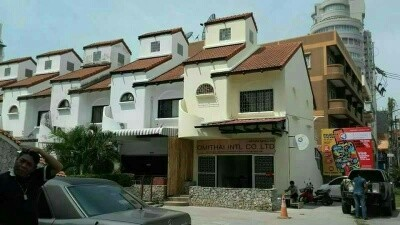 FOR RENT TOWNHOUSE 2 STORIES 2 BED 3 BATH PRATHUMNUK HILL