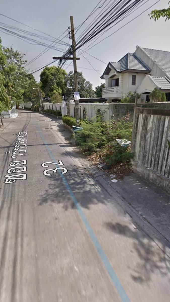 ขายด่วน ที่ดินพร้อมสิ่งปลูกสร้างบนถนนสุขุมวิท 101/1