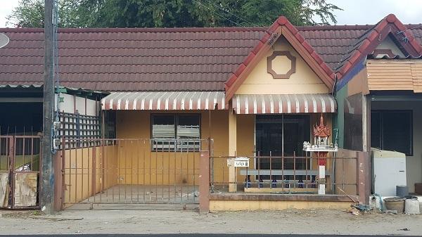 ขายทาวเฮ้าส์ 1 ชั้น 20 วา 2 ห้องนอน 1 ห้องน้ำ ถนนมิตรภาพ ต.นาป่า ชลบุรี ทำการค้าได้ ใกล้อมตะนคร ราคาถูก ติดต่อคุณภคิน 061-7151987
