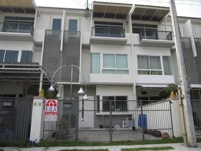 ขายทาวน์โฮม 3 ชั้น โครงการบ้านใหม่ รามอินทรา-คู้บอน แลนด์ แอน เฮ้าส์