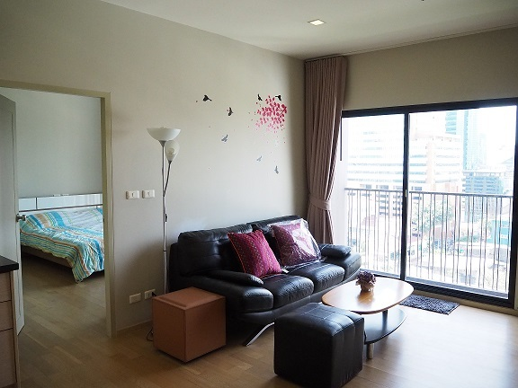 NOBLE REVEAL for rent 200 meters from BTS Ekkamai 1 bed 46 sqm 35000 bath per month
