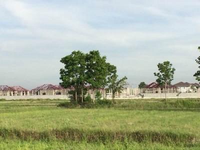 ที่ดินแปลงนี้สามารถทำกำไรได้ 40 กว่าล้าน!! ขายที่ดิน อ.พานทอง เหมาะทำโครงการจัดสรร 6 ไร่เศษ ถ.เทศบาล 17 ล้อมด้วยบ้านจัดสรร ราคาพิเศษด่วน