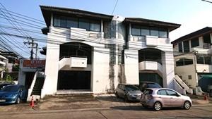 อาคารพาณิชย์ town in town 3 ชั้น 2 คูหา แขวงวังทองหลาง เขตบางกะปิ กทม. เนื้อที่ 120 ตรว.