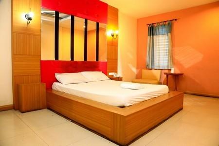 ขายโรงแรม ชบา รีสอร์ท เนื้อที่ 429 ตารางวา มีทั้งหมด 33 ห้อง  จ.ปทุมธานี