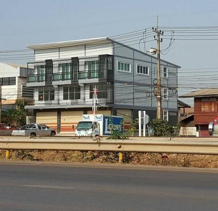 ขายอาคารพาณิชย์ใหม่ 2 ชั้นครึ่ง 3 คูหา จ.หนองคาย เนื้อที่ 95 ตรว