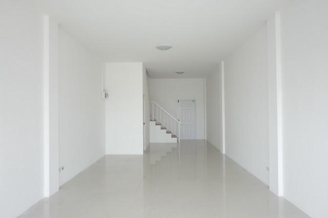 ขายอาคารพานิช  3  ชั้น  ทุกชั้นมีห้องน้ำ  36  ตร.ว. บนถนนเพชรเกษม ขาย 6.5 ล้าน