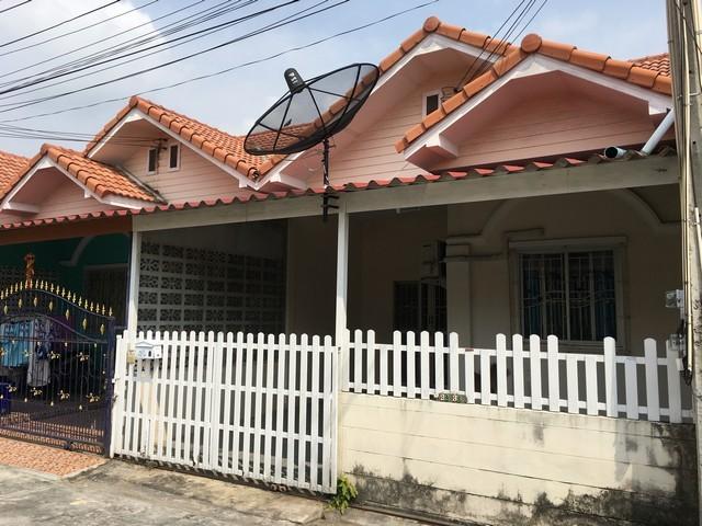หมู่บ้านปริณดา บ้านสวน ซอย12 ใกล้แยกบ้านสวน จ.ชลบุรี