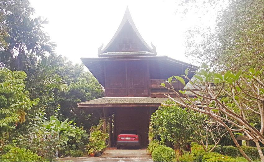 บ้านทรงไทย ไม้สัก ติดสนามกอล์ฟรอยัลเจมส์ ศาลายา (518 ตร.วา/เรือนไทย 3 หลัง) ใกล้มมหาวิทยาลัยมหิดล