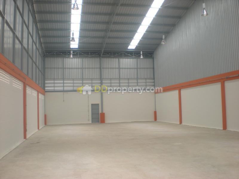 โกดัง/โรงงานให้เช่า 400 ตารางเมตร พร้อมออฟฟิศ ย่านติวานนท์ เมืองทอง ปากเกร็ด นนทบุรี