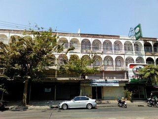 ให้เช่า ตึกแถว 1 คูหา ริมถนน ลาดพร้าว 71 เพื่อทำสำนักงาน โชว์รูมสินค้า จอดรถได้ วังทองหลาง กรุงเทพ