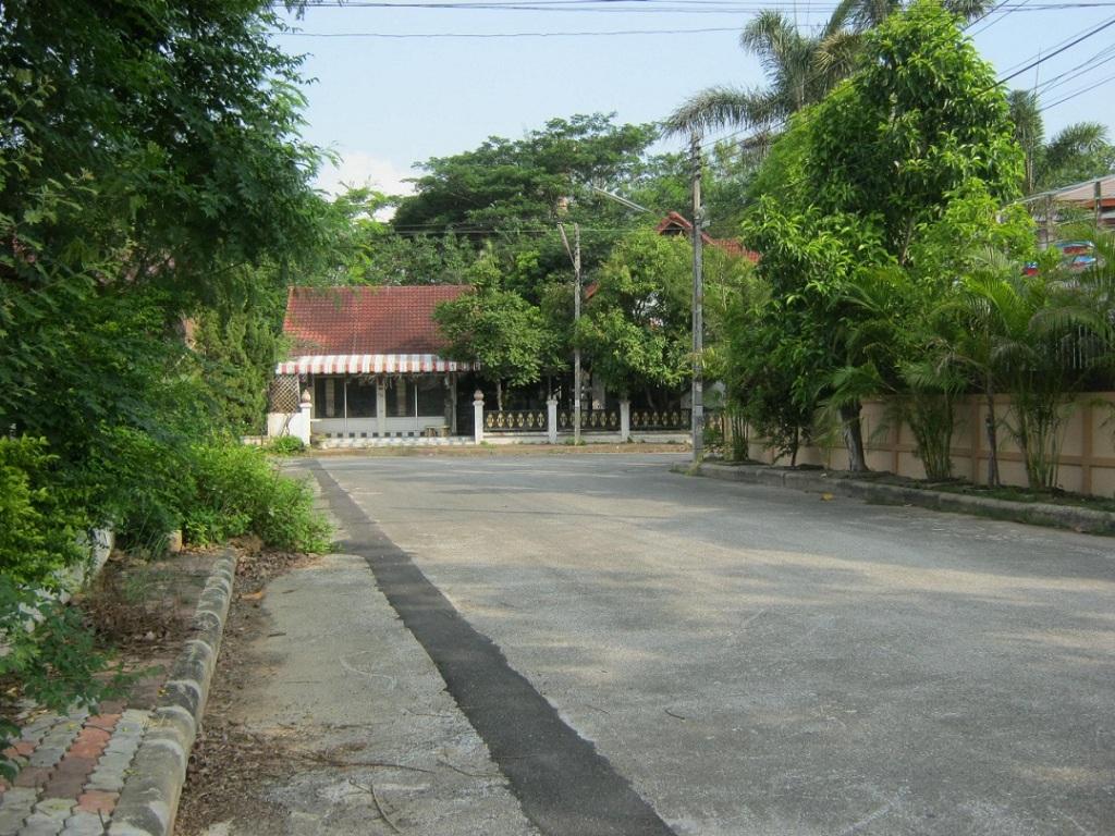 ขายที่ดินพร้อมสิ่งปลูกสร้าง 2 หลัง เนื้อที่ 122 ตรว. หมู่บ้านในฝัน ต.ป่าแดด เมืองเชียงใหม่