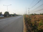 12 ไร่   ติดถนนราดยางสายบ้านแพ้ว - นครปฐม  4 เลนน์ หน้ากว้างประมาณ 260 เมตร
