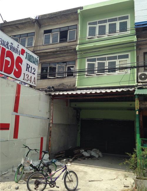 ขายตึกแถว 3 ชั้น 1 คูหา ติดถนนเพชรเกษม ย่านสาย 4  ต.อ้อมน้อย